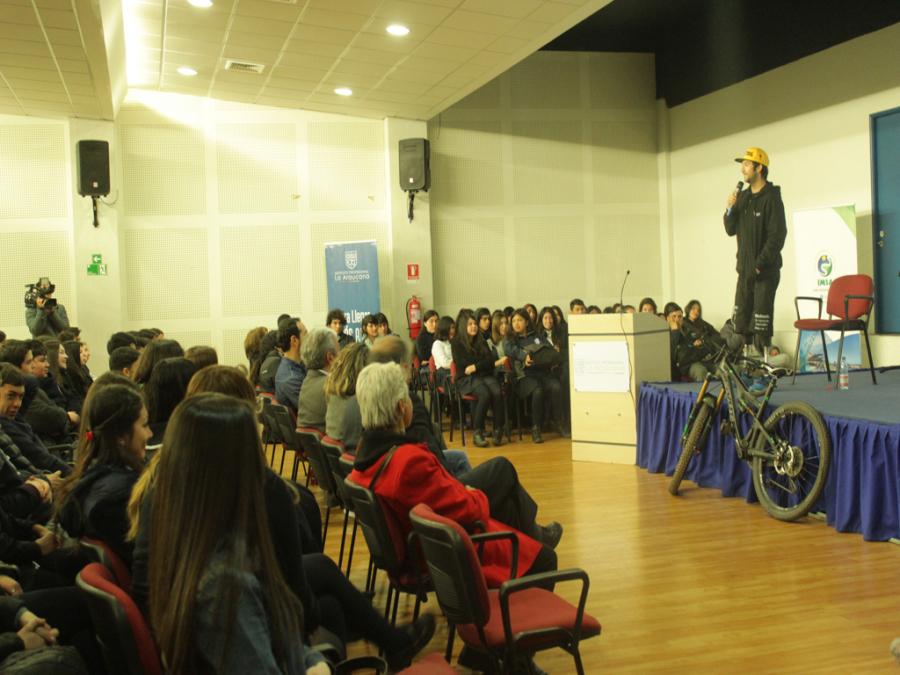 Más De 300 Escolares De San Antonio Participaron De Charla