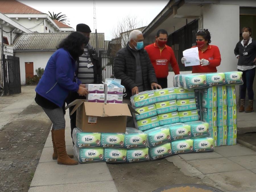 San Antonio recibe donación de mascarillas y pañales para adultos