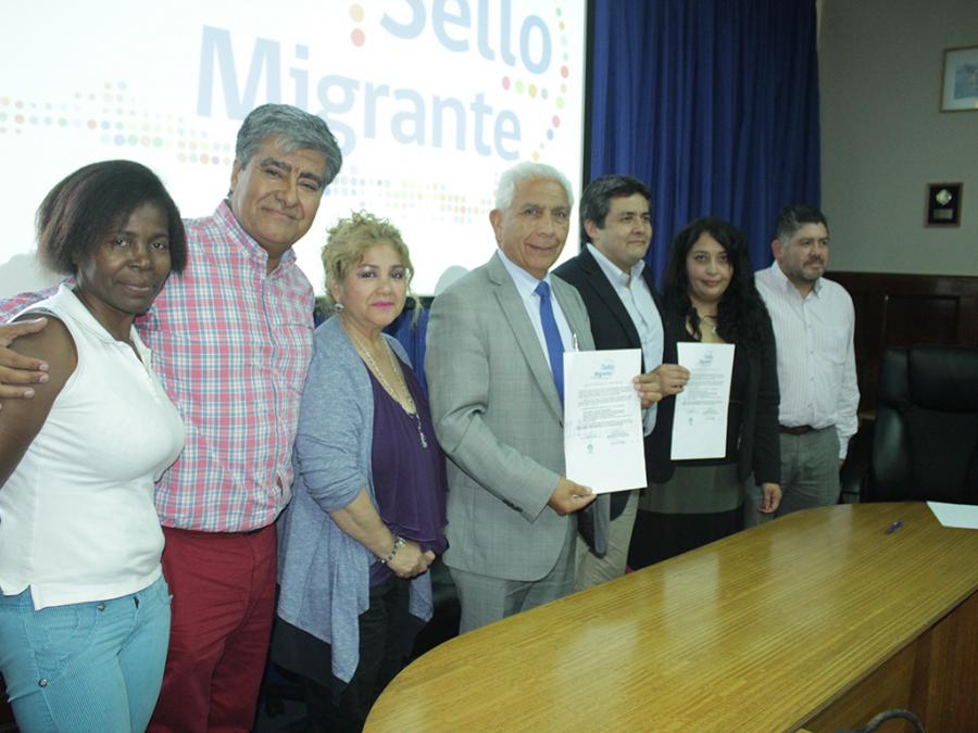 Municipalidad de san antonio firma carta para optar al for Sello del ministerio del interior