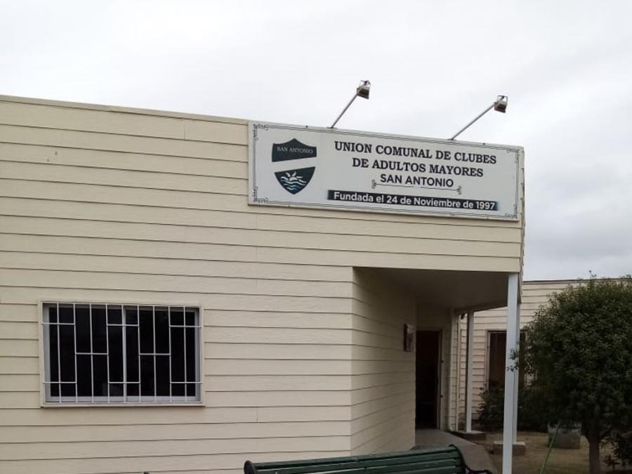 Mejoran el Centro Integral del Adulto Mayor en San Antonio